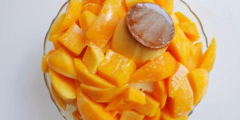 【台南美食】中西區 禮物水果 ● 夏天就是要吃芒果冰 ● 料好實在沙茶鍋燒意麵拇指推!❤❤