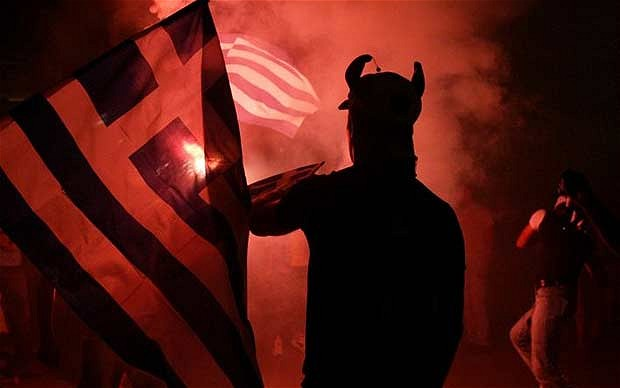 Ελληνική σημαία και ο διάβολος