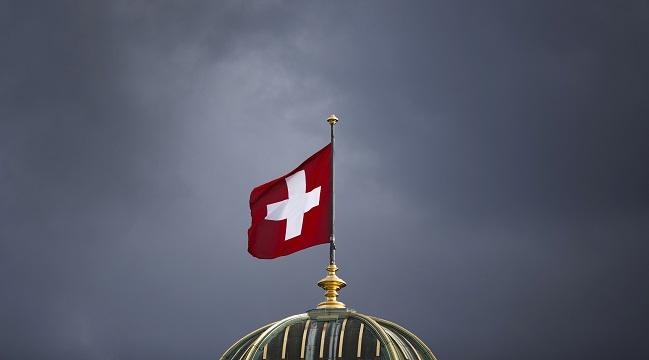 Ελβετία-σημαία-καταιγίδα