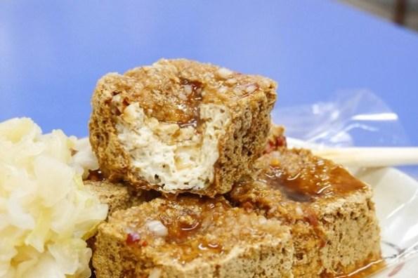 【台南美食】鴻達臭豆腐。在地人都在買~激推!如餅乾般外脆內嫩的人氣臭豆腐