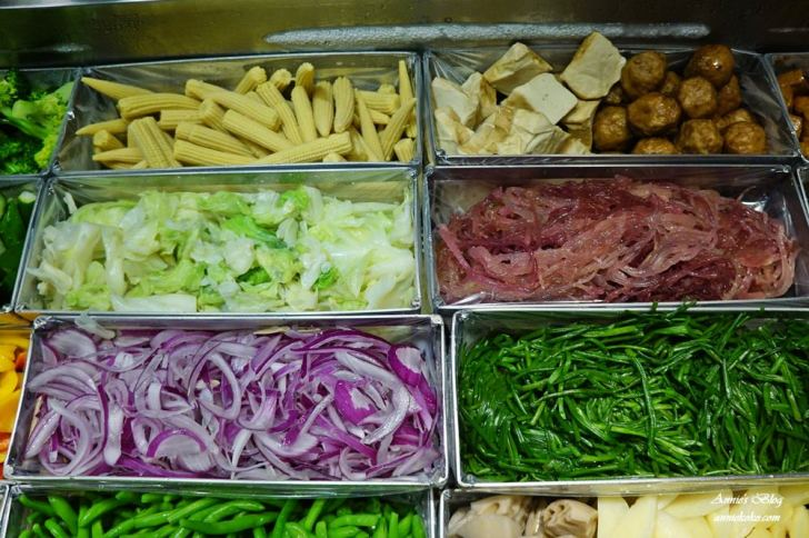 20180915205035 5 - [板橋美食] 一毛不拔鹽水雞 煙燻雞 80元20種蔬菜滷味夾好夾滿 晚來吃不到喔