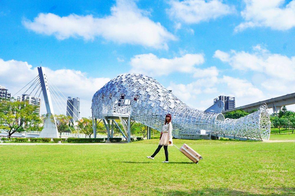 [桃園景點]青塘園地景 乘載著夢想的桃機一號 超萌的送子鳥送來幸福 還有適合野餐的大草原 - 安妮的天空