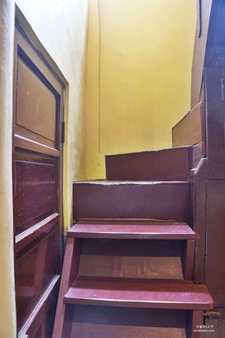 20190528153858 91 - [大稻埕 樓梯好陡steepstairs] 城市裡的二樓咖啡館 乘載著舊時光的老屋 內有萌系店犬陳英俊