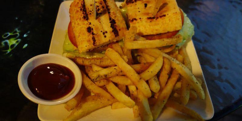 【彰化】米內瓦之家;不起眼的街角小店卻有著口耳相傳的大份量美味三明治!