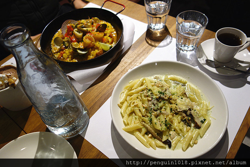 關於餐桌 About Tables   員林義大利麵,老洋房改造,希拉二店口味跟份量比較優秀些。
