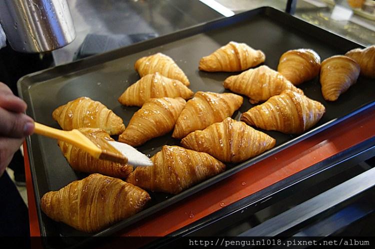 八月堂 | 台中殿堂級秒殺可頌!每人限量搶購,蜂巢可頌台灣初登場,使用頂級天然奶油製作。