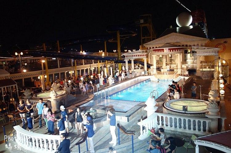 麗星郵輪處女星號設施 | 第一次搭麗星就上手!搭處女星不可錯過豪華劇場、免費餐廳飲食、海上滑水道游泳池、各精彩活動。