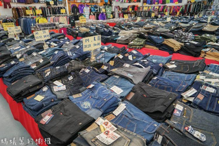 台中大里萬件牛仔褲特賣會|羽絨外套特價4折、工作鞋單一特價、企鵝鯊魚知名品牌POLO衫全面單一特價,眾多商品優惠中。