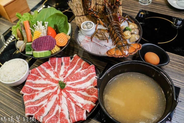 小胖鮮鍋(崇德店) | 新風味經典石頭湯,現撈活體波士頓龍蝦、高質感肉品,最後再將香米飯煮成鮮美海鮮粥。(內附影片)