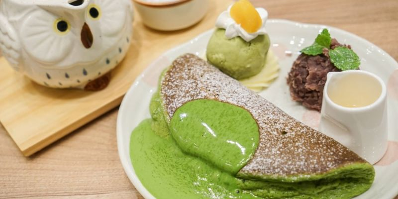 Woosa屋莎鬆餅屋(台中遠百店) | 季節限定超濃厚抹茶雲朵鬆餅!輕柔口感入口即化,抹茶風韻迷人。