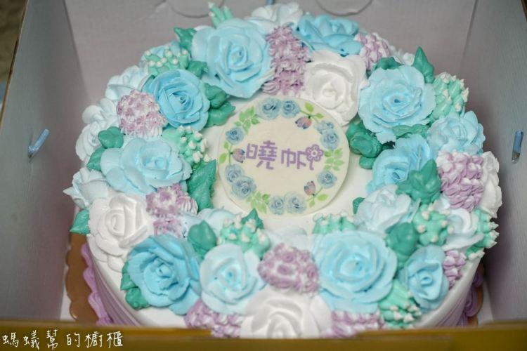 酪梨牛奶糖甜點工作室 | 客製化蛋糕,韓系玫瑰花朵滿滿浪漫氛圍。造型蛋糕/糖霜餅乾/各式造型甜點都可預定。