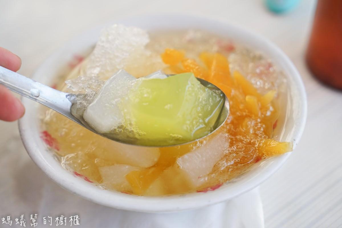 鹿港第一市場發記粉粿冰   鹿港市場小吃,在地人從小吃到大的粉粿冰。