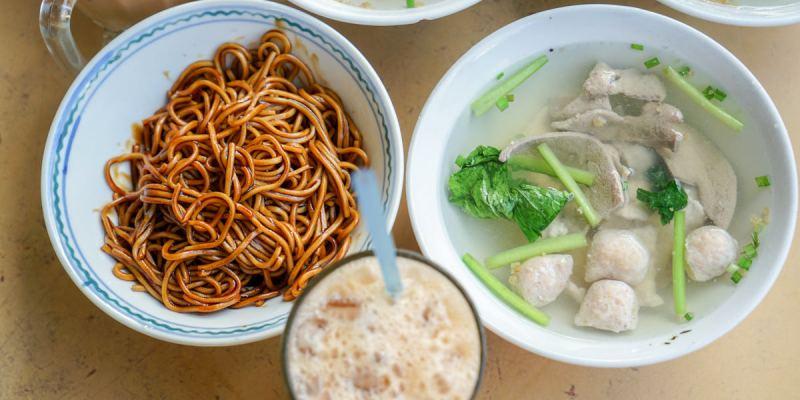 沙巴亞庇金沙園生肉麵 | 沙巴知名生肉麵,亞庇市區裡推薦美食,湯清鮮甜麵味濃。