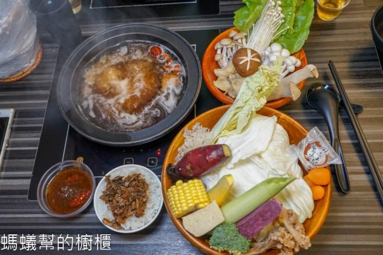 素一鍋蔬食鍋物   員林蔬(素)食特色鍋物,20種蔬菜菇類拼盤,特色鍋底好吃又健康。
