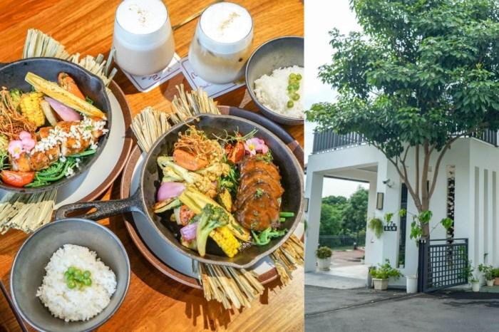 花言覓語cafe'   彰化花壇夢幻系咖啡屋,餐點精緻可口備料用心,結合人文與美食,適合聚餐約會。