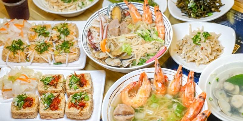 百川通食舖。員林臭豆腐美食,鹹香創意臭豆腐、海寶五鮮雞絲麵,堅持自家熬煮湯頭口味清甜。