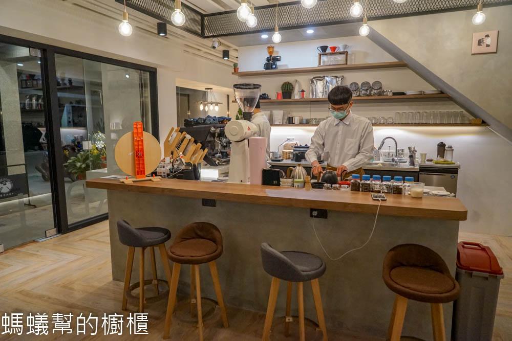 硬巷咖啡Hard Lane, Cafe   員林大道後方輕工業風咖啡館,咖啡甜點質感都不賴。