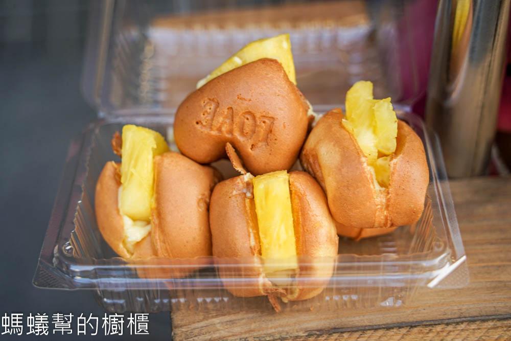 鹿港骨力雞蛋糕   鹿港城隍廟對面骨頭造型雞蛋糕,特色水果雞蛋糕,香濃卡士達。