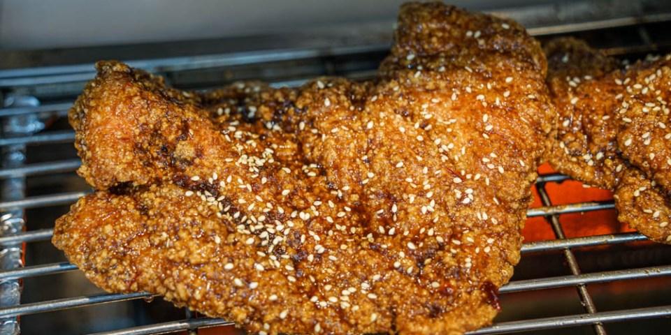 維縈家鄉碳烤雞排員林店 | 員林八條通美食小吃,先炸後烤醬香多汁雞排,近員林第一市場。