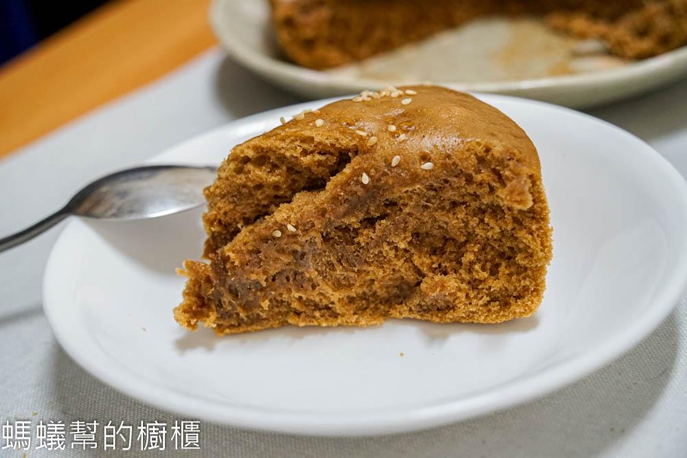 黑糖糕   電鍋版黑糖糕,口感Q軟充滿黑糖香氣,零失敗古早味甜點。
