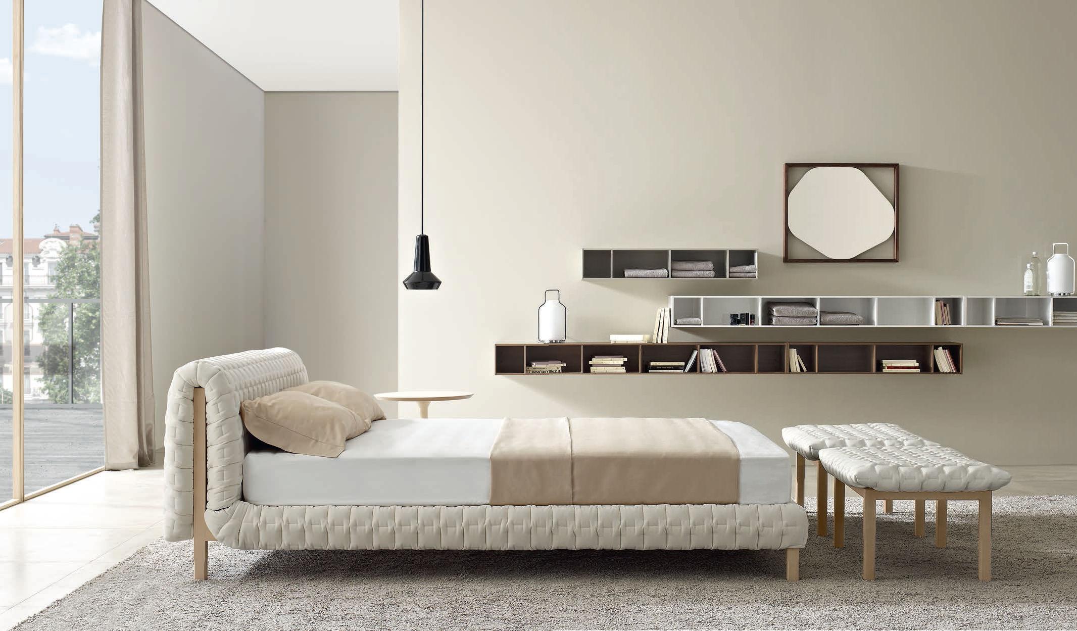 lit double contemporain tapisse avec tete de lit ruche