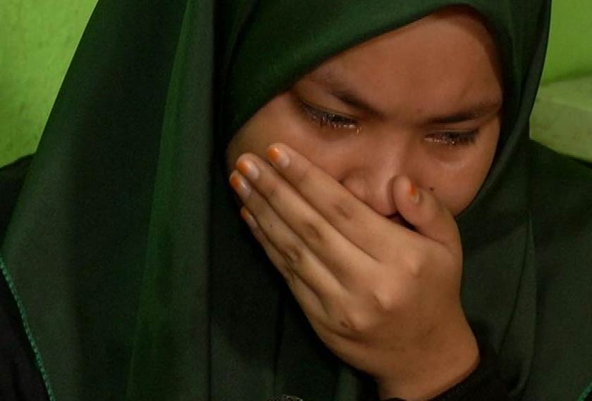 Putri Solehah Nik Mohd Azmi,18 (habisan SPM) yang gigih membantu Norul setiap hari.