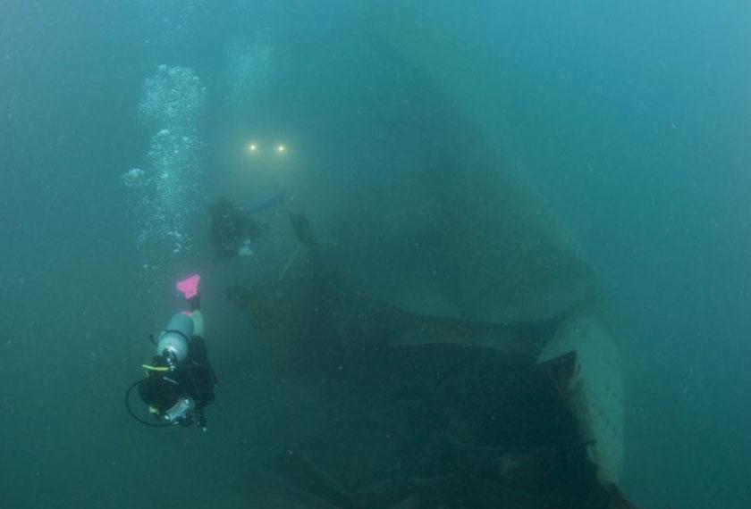 Beberapa penyelam skuba di lokasi Upside Down Wreck. - Sumber foto dirahsiakan