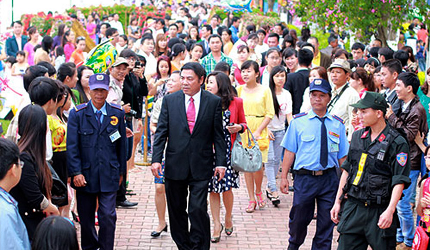 Nguyen was a popular leader, regularly thronged by crowds wherever he went. Pix courtesy of PetroVietnam.