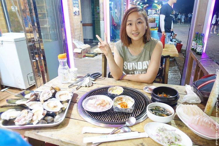 韓國 ▌忠清南道:大川海水浴場旁邊的烤貝殼大餐 在海邊喝酒吃美食 超級有氣氛