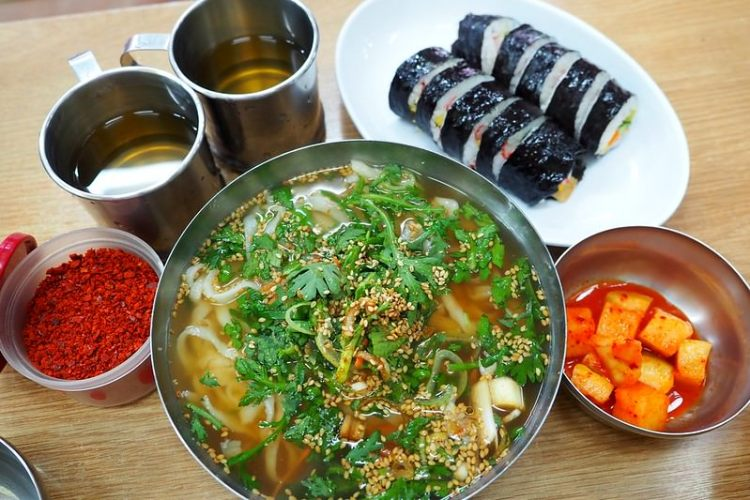 韓國釜山美食 ▌西面站早餐推薦 機張手工刀切麵 白鍾元的三大天王 食神之路推薦《加小菲專欄》