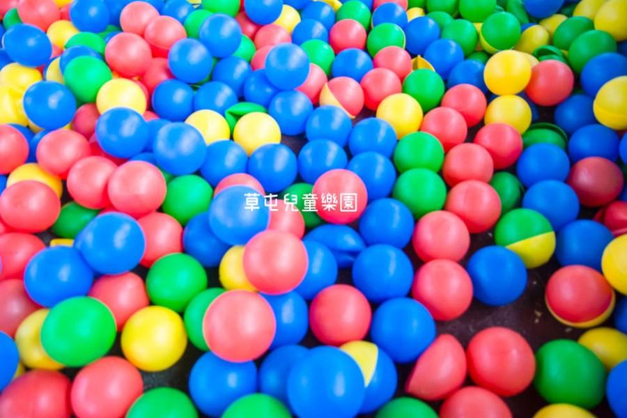  特色公園 草屯兒童樂園,繽紛大球池、塗鴉牆、沙坑等,十幾項好玩遊樂設施讓你免費玩