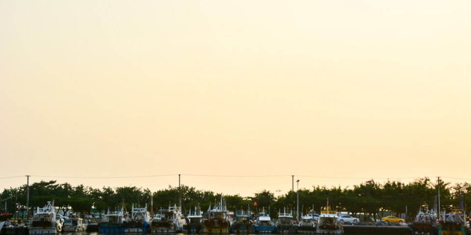  高雄景點 蚵仔寮觀光魚市場,來這裡買最新鮮的現撈漁貨,吃『尚青』的海鮮料理
