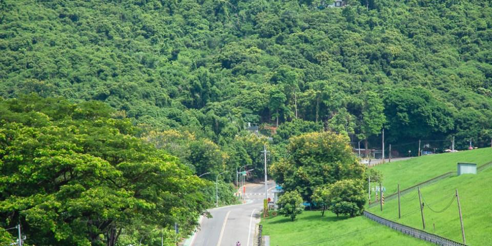  高雄景點 阿公店水庫,走上水庫壩堤步道,欣賞小崗山山巒美景與崗山之眼