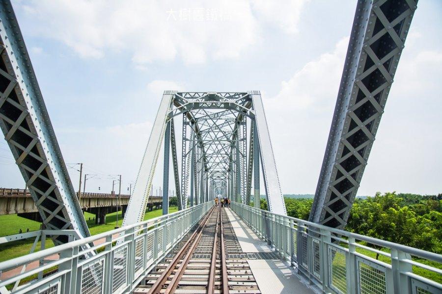  高雄景點 大樹舊鐵橋天空步道,在濕地公園野餐、奔跑,還能漫步鋼架鐵橋步道看火車