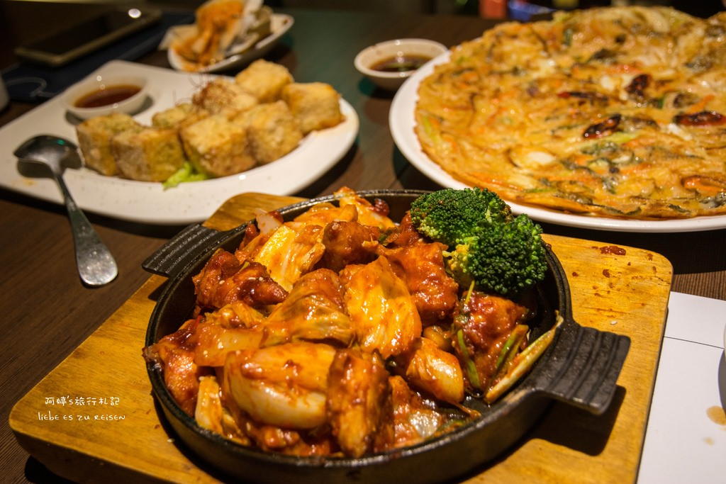 |台中‧西屯|韓式料理初體驗*韓國連鎖嫩豆腐煲專門店涓豆腐(台中店),吃飽還能到旁邊拍無限曝車軌