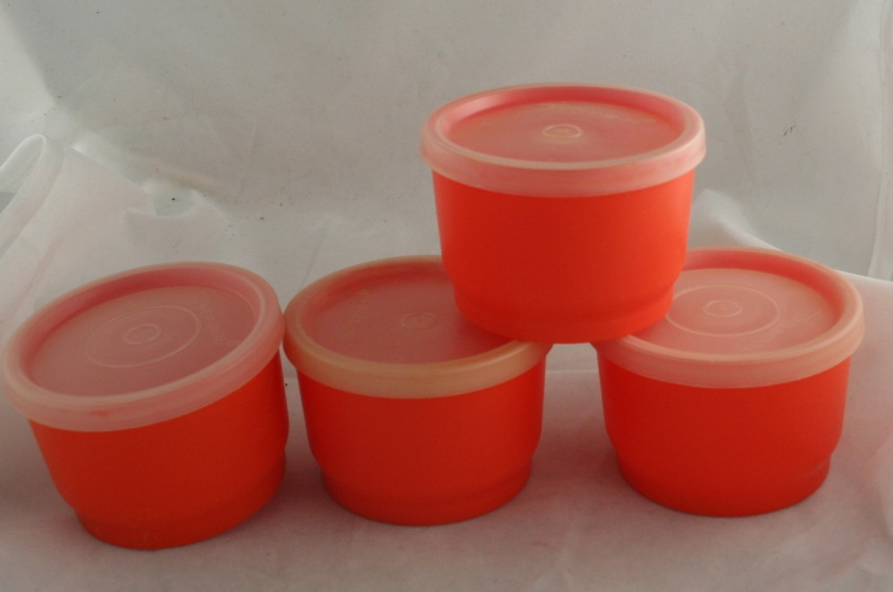 vintage Tupperware,snack, plastic,seals,4 oz, orange