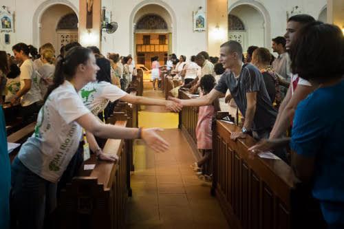 Rome précise le sens du geste de paix de la messe