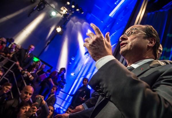 Le président François Hollande en visite le 27 octobre 2016 à la Cité des Sciences et de l'Industrie de la Villette à Paris  / POOL/AFP