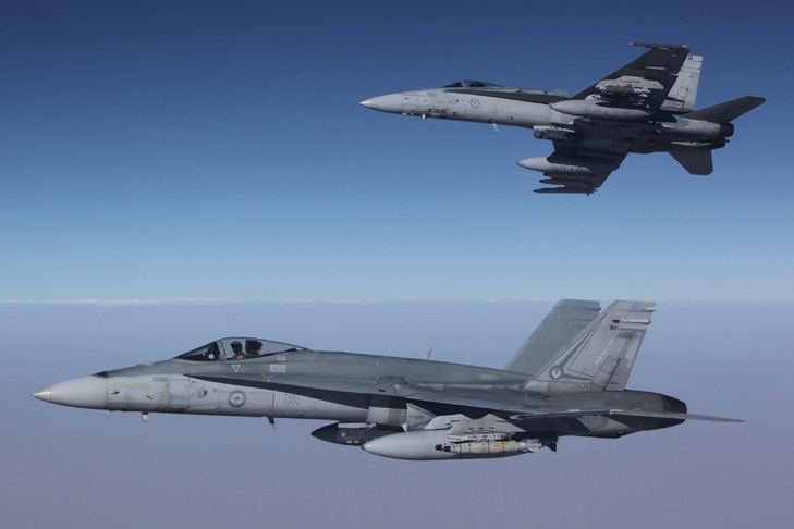 Photo fournie le 11 septembre 2015 par la Royal Air Force australienne montrant des avions F/A-18E Hornets engagés dans une mission aérienne en Syrie / ROYAL AUSTRALIAN AIR FORCE/AFP/Archives