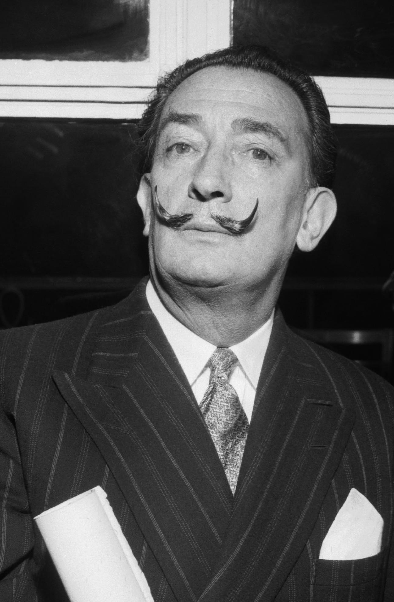 La Celebre Moustache De Salvador Dali Est Intacte