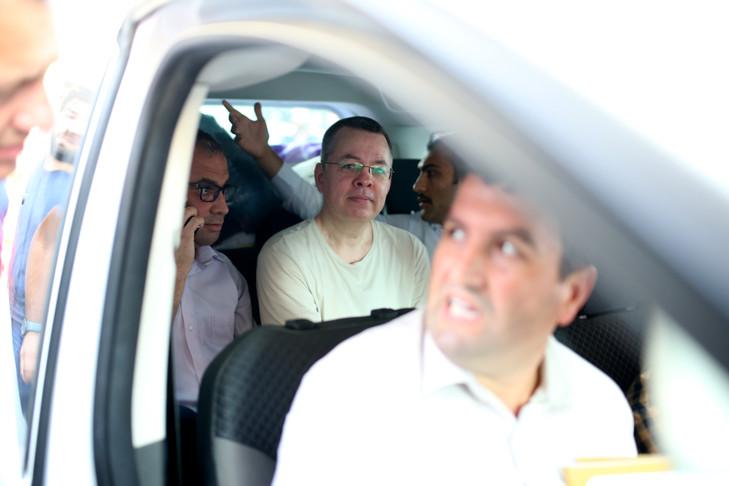 Le pasteur Brunson escorté par la police, le 25 juillet 2018 à Izmir / AFP / Archives