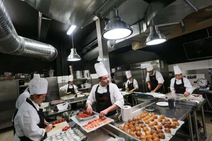 Dans une salle de cours d'une des écoles «Cuisine mode d'emploi(s)».