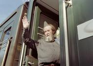 Alexandre Solzhenitsyne aboard a train in 1994