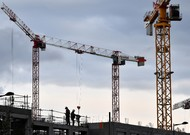 "Cranes on the site of the site ""Basin à Flots"", in Bordeaux, where housing is ..."