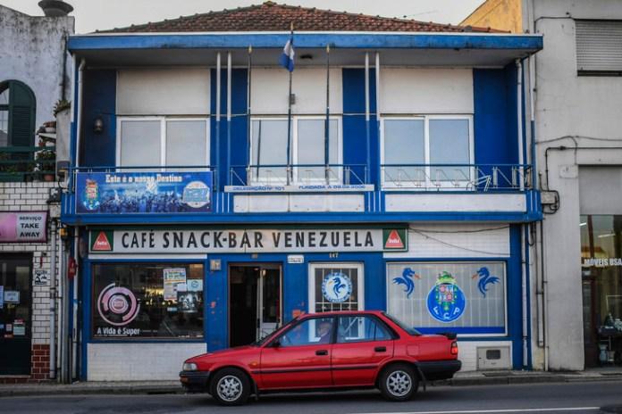 Le café Venezuela dans les rues d'Estarreja/AFP