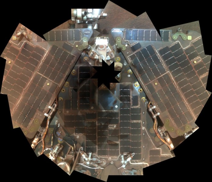 Solar panels of the robot Opportunity, already fouled by a storm in 2007./NASA/JPL-Caltech/Cornell