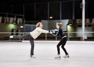 A la edad de 58 años, Annebärbel regresa a su pasión infantil, patinando y se encuentra en ...