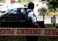 Ein Polizist sichert den Umkreis um die Moschee Masjid al Noor in Christch ...