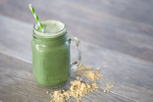 7. (PB&G) Peanut Butter and Green Smoothie(250-350 calories)
