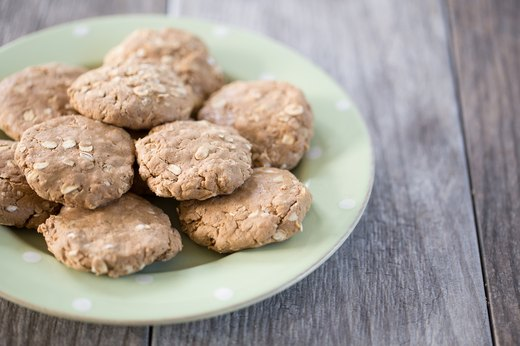 8. No-Bake Honey Peanut Butter Cookies (260 calories per cookie)